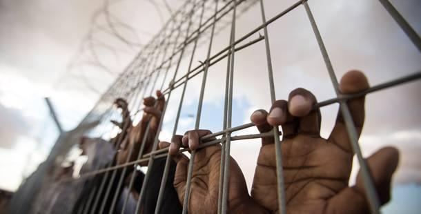 Solidarité avec les immigrés accusés pour la révolte d'Amygdaleza  |  Rassemblement Lundi 3 Novembre tribunal Degleri (blv.Alexandras)